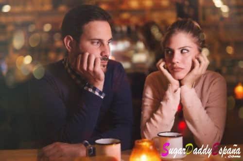 hombre y chica joven aburridos